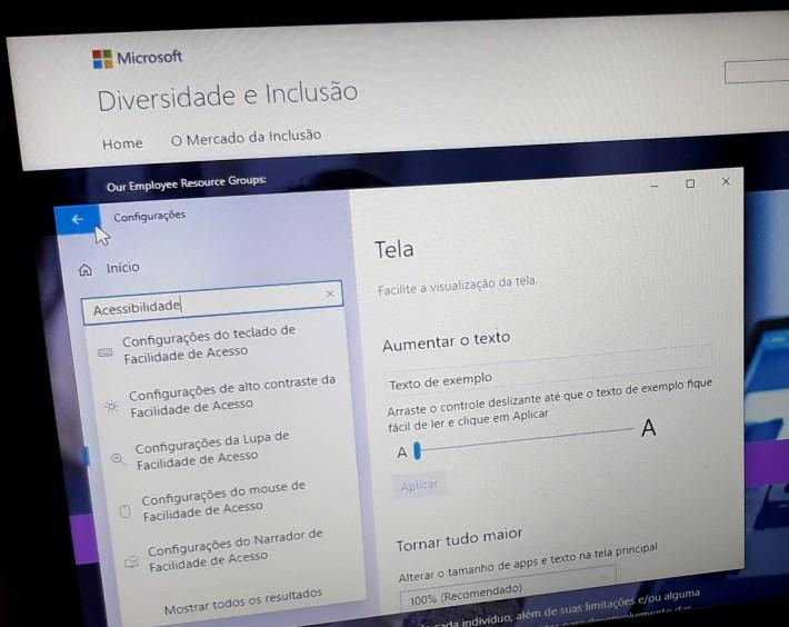 tela do computador mostrando recursos acessíveis da Microsoft, como ajuste